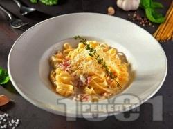 Талиатели (фетучини) Карбонара с яйца, бекон, сирене пармезан и сметана - снимка на рецептата